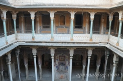 Bhagat Haveli has magnificent pillars.